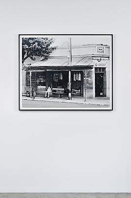 <i>SL S BLANKES EUROPEANS ONL Bus stop, Derby Road, Lorentzville, Johannesburg. December 1973</i> Image