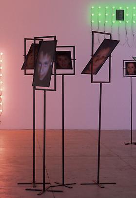 <b>Les Miroirs</b>, 2000 Image