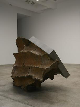 <b>La geometria nelle mani (The geometry in the hands)</b>, 2007 Bronze and polished stainless steel 40 1/2 x 76 3/4 x 47 1/4 in. ( 103 x 195 x 120 cm ) Inv.#12126 Image