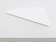 <I>White Diagonal Curve</i> 2015 Oil on canvas 51 1/2 x 120 1/8 inches; 131 x 305 cm