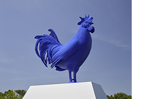 Katharina Fritsch <I>Hahn / Cock</i> at the Minneapolis Sculpture Garden