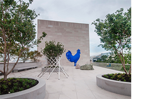 Katharina Fritsch <I>Hahn / Cock</i> at the National Gallery of Art's New Roof Terrace