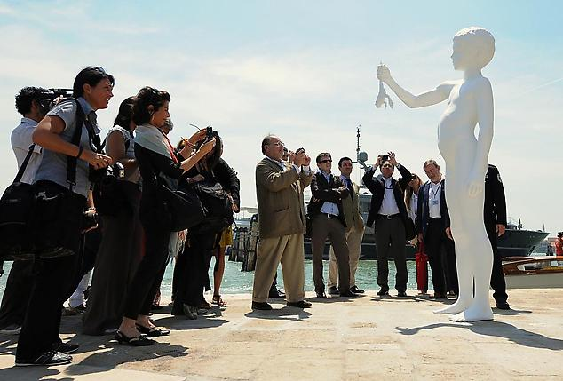 Charles Ray's <i>Boy with Frog</i> unveiling on the Punta della Dogana, Venice