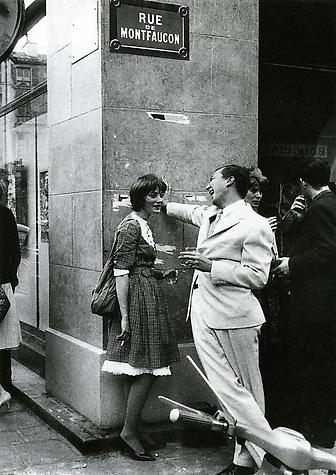 Jasper Johns with Niki de Saint-Phalle in Paris, 1961.