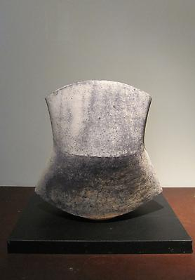 Kodô (Pulse), 2011 Stoneware 14 x 13 3/8 x 9 1/4 inches Inv# 7052 SOLD