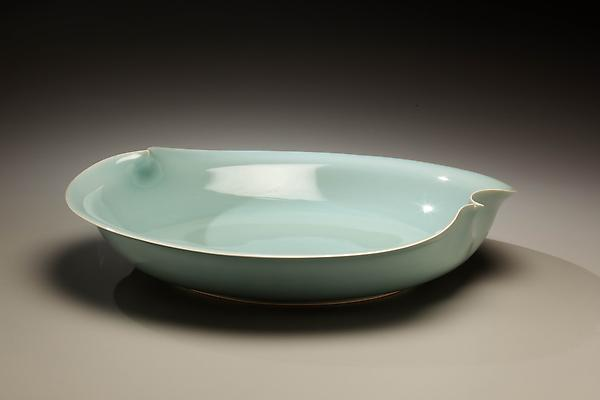 Kawase Shinobu (b. 1950) Low bowl with one inward and one outward point in rim, 2008 Porcelainous stoneware 3 1/2 x 15 1/8 inches Inv# 5945