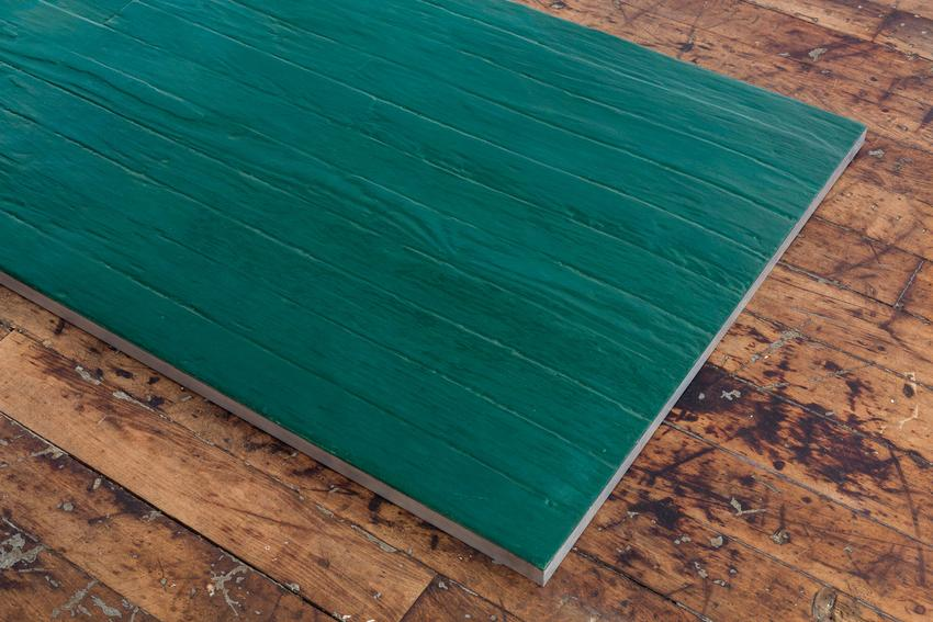 Untitled (Green plank)<br />1966<br />colored casting resin in aluminum frame<br />1 1/4 x 74 7/8 x 27 1/16 inches<br />(3.2 x 190.2 x 68.7 cm)<br />PF3930<br />(detail)<br />