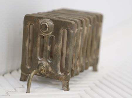 <u>Untitled (8 ribs)</u><br />2013<br />bronze, electrical wiring<br />3 x 6 x 2 1/2 inches (7.62 x 15.24 x 6.35 cm)<br />Edition of 2<br />