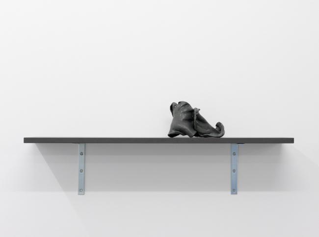 <u>Memoires van de handen</u> (Mémoires des mains 7)<br />2007<br />MDF, metal and clay<br />5.51 x 37 7/16 x 8 1/2 inches (14 x 95 x 21.5 cm)<br />