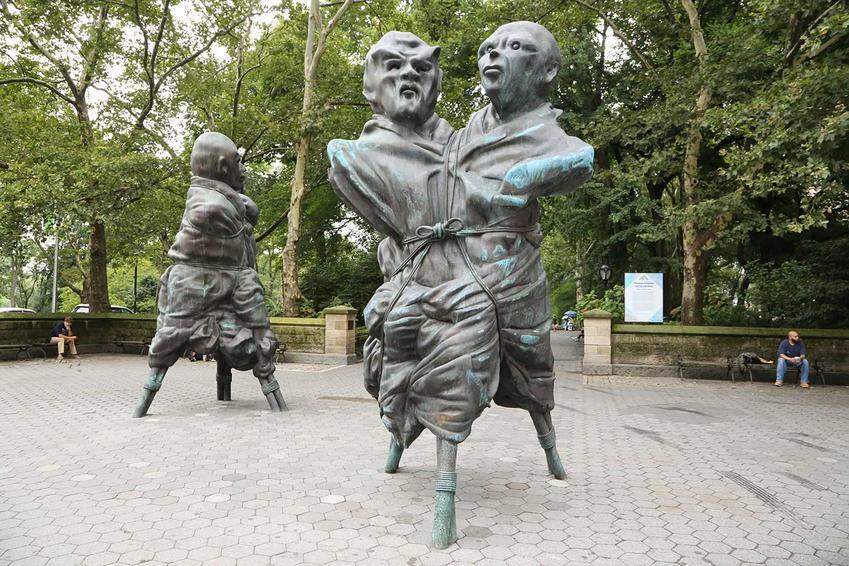 THOMAS SCHÜTTE<br /><i>United Enemies, I & II</i><br />Doris C. Freedman Plaza at Central Park<br />5 March - 1 August 2013<br />