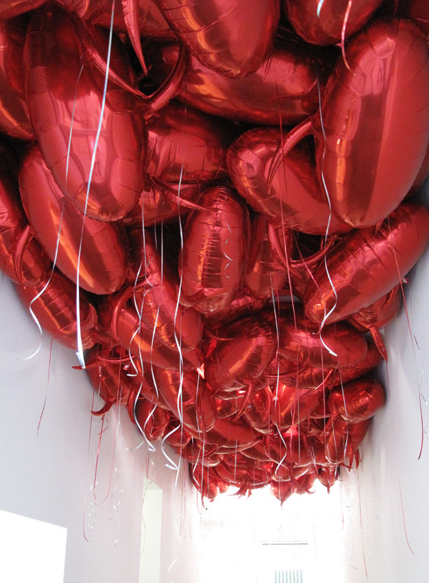 Philippe Parreno <i>Speech Bubbles (Red)</i> 2010 2000 red mylar balloons and balloon gas