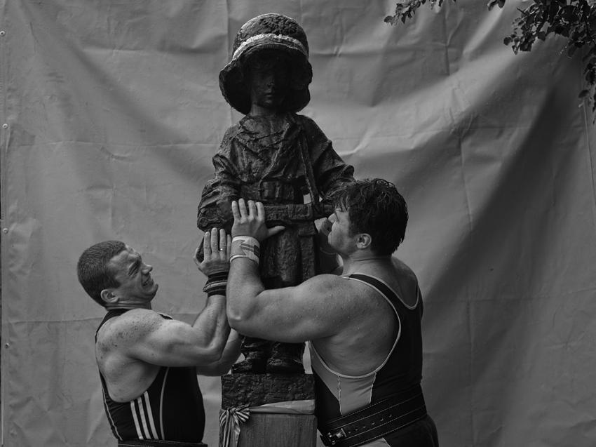 Christian Jankowski Heavy Weight History (Little Insurgent) Photograph