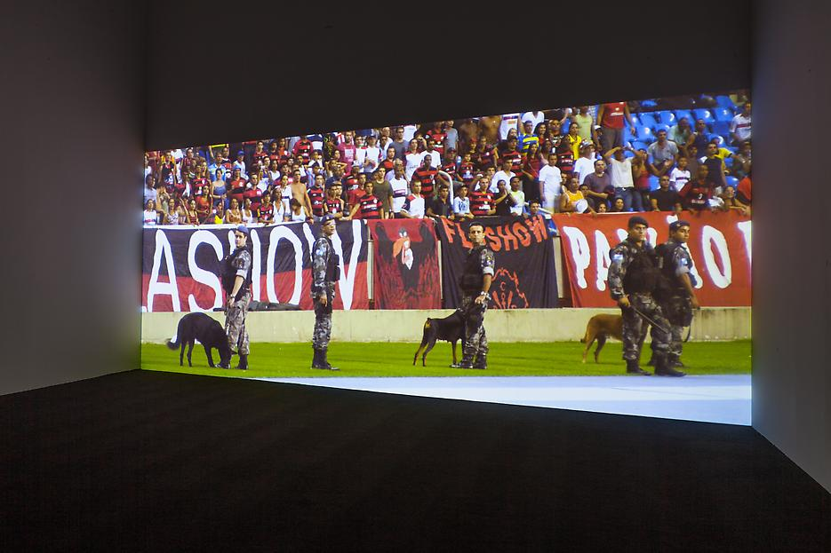 Sarah Morris <i>Academia Militar</i> Installation view 20 2013