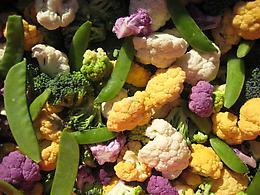 Hearty Veggie and Raisin Salad