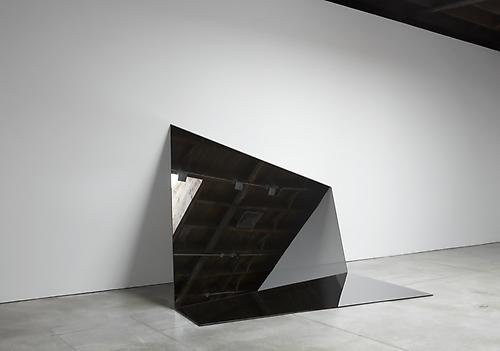 IRAN do ESPÍRITO SANTO Untitled (Folded Mirror 12), 2011 mirror 73 x 127 1/4 x 83 inches (185.4 x 323.2 x 210.8 cm) IdES-356
