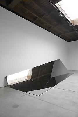 IRAN do ESPÍRITO SANTO Untitled (Folded Mirror 14), 2011 mirror 58 x 248 3/4 x 77 inches (147.3 x 631.8 x 195.6 cm) IdES-358