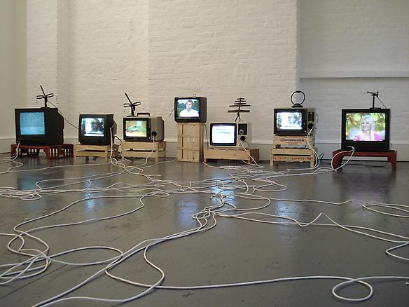 On-off poltergeist 2007 televisions, antenna, cables, speakers, box stands dimensions variable