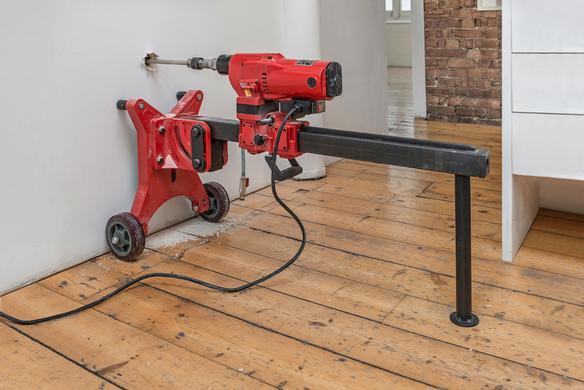 Michael Sailstorfer Freedom Fries am Arbeitsplatz London, 2015 coring machine, casted iron, iron 52 x 40 x 110 cm