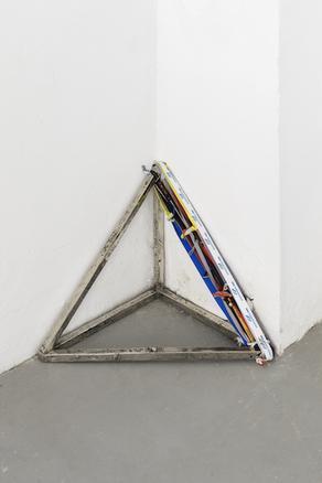 Angolo con perimetro, 2018 white bronze and strings 39 x 39 x 39 cm